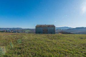 L'Agenzia Immobiliare Puzielli propone villa al grezzo con vista panoramica in vendita a Montegranaro