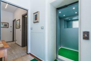 esclusivo appartamento su due piani con ascensore privato e terrazzo (2)