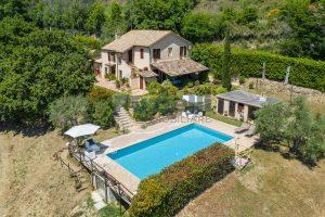 Casale con piscina in vendita a Montefiore dell'Aso