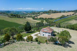 Casa singola con vista panoramica in vendita a Montegranaro