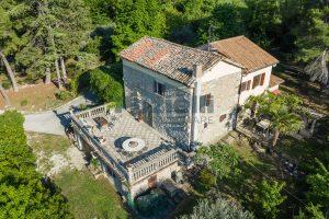 Villa con parco in vendita vicino Ascoli Piceno nelle Marche
