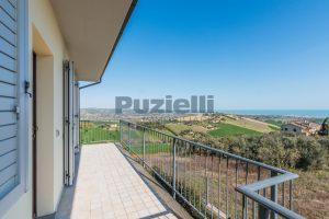 L'Agenzia Immobiliare Puzielli, proponeappartamento di nuova costruzione con vista mare e garage (21)