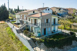 L'Agenzia Immobiliare Puzielli, proponeappartamento di nuova costruzione con vista mare e garage (8)