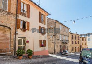 L'Agenzia Immobiliare Puzielli, proponecasa in vendita nel centro storico di Fermo (23)