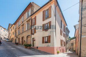 L'Agenzia Immobiliare Puzielli, proponecasa in vendita nel centro storico di Fermo (24)