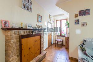 L'Agenzia Immobiliare Puzielli, proponecasa in vendita nel centro storico di Fermo (7)