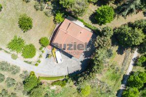 L'Agenzia Immobiliare Puzielliproponecasa singola con uliveto poco distante dal centro storico (1)