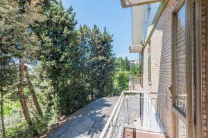 L'Agenzia Immobiliare Puzielliproponecasa singola con uliveto poco distante dal centro storico (14)