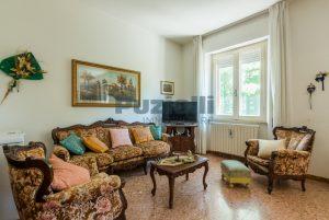 L'Agenzia Immobiliare Puzielliproponecasa singola con uliveto poco distante dal centro storico (8)