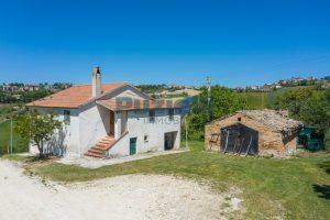 L'Agenzia Immobiliare Puzielliproponecasa singola con vista panoramica in vendita a Montegranaro (1)