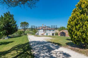 L'Agenzia Immobiliare Puzielliproponecasa singola con vista panoramica in vendita a Montegranaro (10)