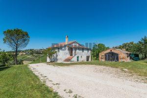 L'Agenzia Immobiliare Puzielliproponecasa singola con vista panoramica in vendita a Montegranaro (11)
