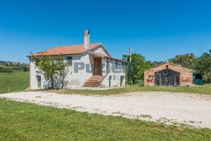 L'Agenzia Immobiliare Puzielliproponecasa singola con vista panoramica in vendita a Montegranaro (13)