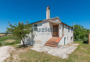 L'Agenzia Immobiliare Puzielliproponecasa singola con vista panoramica in vendita a Montegranaro (14)