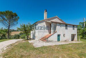 L'Agenzia Immobiliare Puzielliproponecasa singola con vista panoramica in vendita a Montegranaro (15)