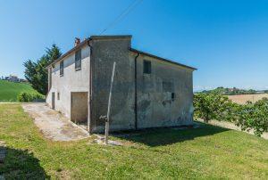 L'Agenzia Immobiliare Puzielliproponecasa singola con vista panoramica in vendita a Montegranaro (17)