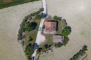 L'Agenzia Immobiliare Puzielliproponecasa singola con vista panoramica in vendita a Montegranaro (2)