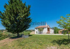 L'Agenzia Immobiliare Puzielliproponecasa singola con vista panoramica in vendita a Montegranaro (22)
