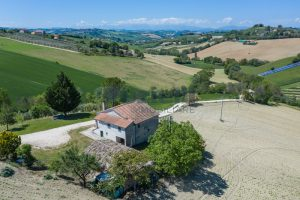 L'Agenzia Immobiliare Puzielliproponecasa singola con vista panoramica in vendita a Montegranaro (7)