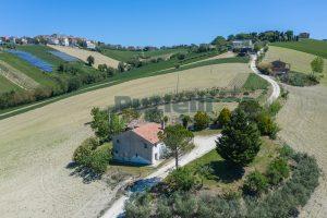L'Agenzia Immobiliare Puzielliproponecasa singola con vista panoramica in vendita a Montegranaro (8)