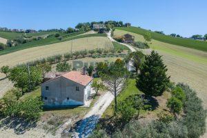 L'Agenzia Immobiliare Puzielliproponecasa singola con vista panoramica in vendita a Montegranaro (9)