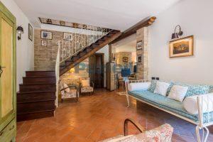 L'Agenzia Immobiliare Puzielliproponecasale con piscina in vendita a Montefiore dell'Aso (10)