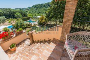 L'Agenzia Immobiliare Puzielliproponecasale con piscina in vendita a Montefiore dell'Aso (29)