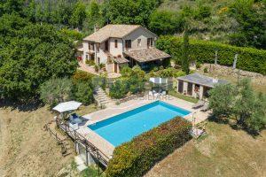 L'Agenzia Immobiliare Puzielliproponecasale con piscina in vendita a Montefiore dell'Aso (3)