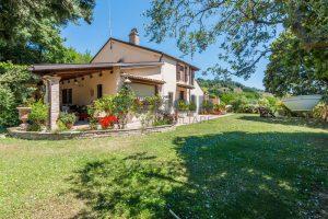 L'Agenzia Immobiliare Puzielliproponecasale con piscina in vendita a Montefiore dell'Aso (32)