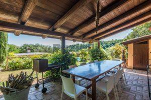 L'Agenzia Immobiliare Puzielliproponecasale con piscina in vendita a Montefiore dell'Aso (37)