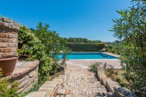 L'Agenzia Immobiliare Puzielliproponecasale con piscina in vendita a Montefiore dell'Aso (39)