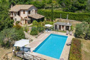 L'Agenzia Immobiliare Puzielliproponecasale con piscina in vendita a Montefiore dell'Aso (4)