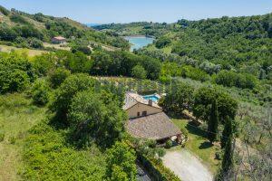 L'Agenzia Immobiliare Puzielliproponecasale con piscina in vendita a Montefiore dell'Aso (7)