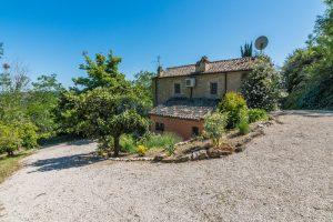 L'Agenzia Immobiliare Puzielliproponeprestigioso casale ristrutturato in vendita a Ripatransone (13)