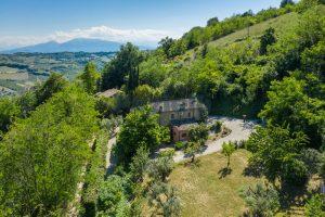 L'Agenzia Immobiliare Puzielliproponeprestigioso casale ristrutturato in vendita a Ripatransone (2)