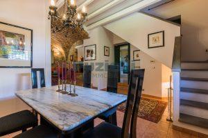 L'Agenzia Immobiliare Puzielliproponeprestigioso casale ristrutturato in vendita a Ripatransone (24)