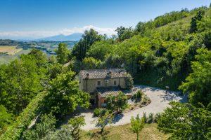 L'Agenzia Immobiliare Puzielliproponeprestigioso casale ristrutturato in vendita a Ripatransone (3)