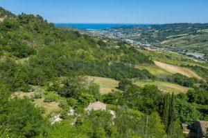 L'Agenzia Immobiliare Puzielliproponeprestigioso casale ristrutturato in vendita a Ripatransone (4)