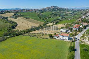 L'Agenzia Immobiliare Puzielliproponeterreno edificabile in vendita a Fermo (8)