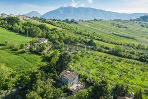 L'Agenzia Immobiliare Puzielliproponevilla con parco in vendita vicino Ascoli Piceno nelle Marche (10)