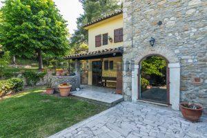 L'Agenzia Immobiliare Puzielliproponevilla con parco in vendita vicino Ascoli Piceno nelle Marche (11)