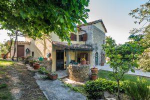 L'Agenzia Immobiliare Puzielliproponevilla con parco in vendita vicino Ascoli Piceno nelle Marche (13)