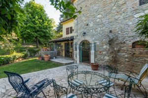L'Agenzia Immobiliare Puzielliproponevilla con parco in vendita vicino Ascoli Piceno nelle Marche (28)