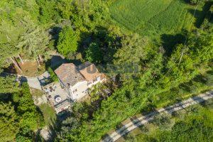 L'Agenzia Immobiliare Puzielliproponevilla con parco in vendita vicino Ascoli Piceno nelle Marche (3)