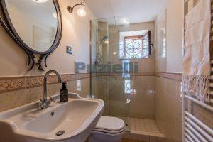 L'Agenzia Immobiliare Puzielliproponevilla con parco in vendita vicino Ascoli Piceno nelle Marche (37)