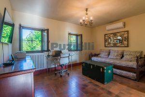 L'Agenzia Immobiliare Puzielliproponevilla con parco in vendita vicino Ascoli Piceno nelle Marche (39)