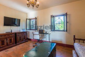 L'Agenzia Immobiliare Puzielliproponevilla con parco in vendita vicino Ascoli Piceno nelle Marche (41)