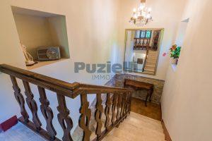 L'Agenzia Immobiliare Puzielliproponevilla con parco in vendita vicino Ascoli Piceno nelle Marche (46)