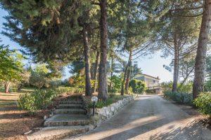 L'Agenzia Immobiliare Puzielliproponevilla con parco in vendita vicino Ascoli Piceno nelle Marche (48)