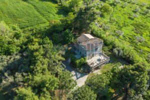 L'Agenzia Immobiliare Puzielliproponevilla con parco in vendita vicino Ascoli Piceno nelle Marche (6)